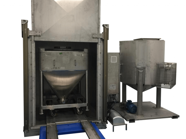 Steel IBC washer with chemical storage tank